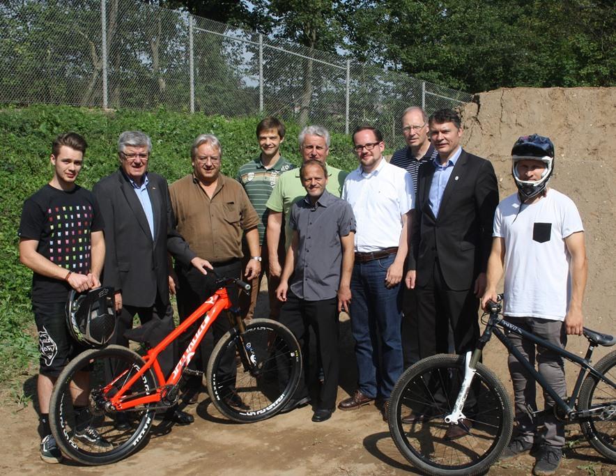 """Richtfest"" in Norf: Dirtbike-Strecke fast fertig"